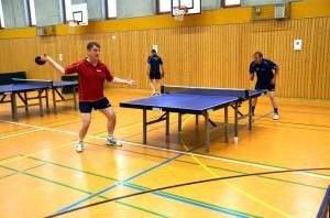 Hier stehen 20 Jahre Olympischer Sport-Club Berlin am Tisch